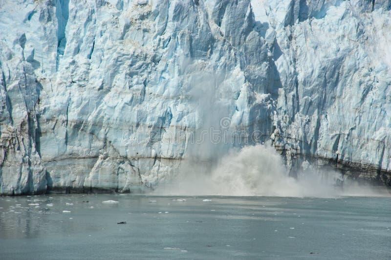 阿拉斯加海湾在marjorie段落里面的产犊冰&# 库存图片