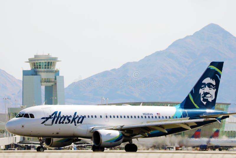 阿拉斯加航空公司在拉斯维加斯机场滑行 免版税库存照片