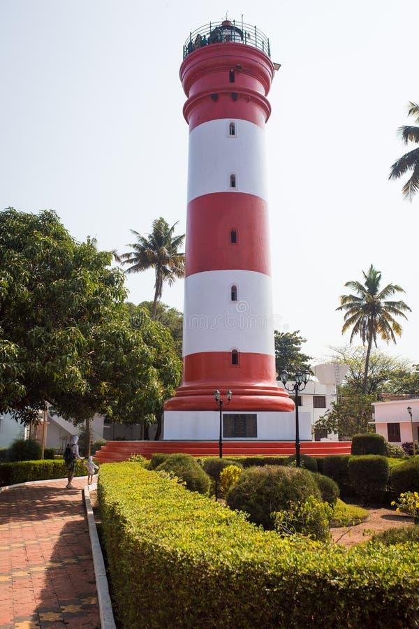 阿拉普扎的主要景点是灯塔 高红白两色的灯塔 免版税库存图片