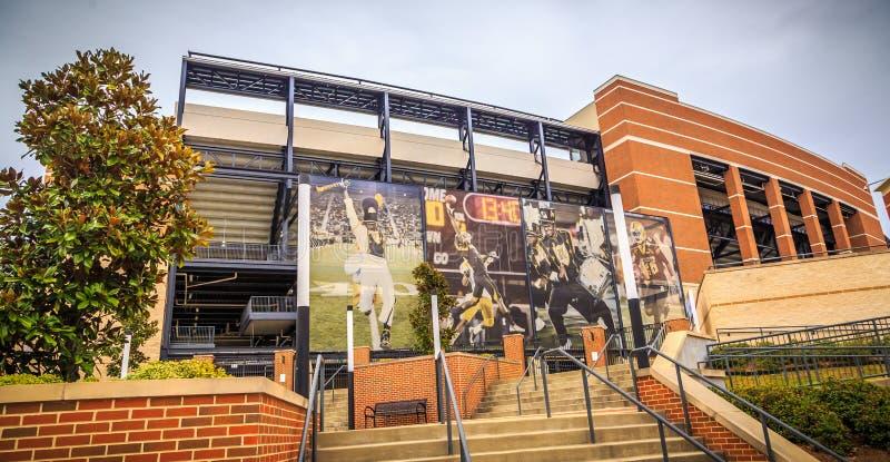 阿拉巴马州立大学橄榄球场和广告牌 免版税图库摄影