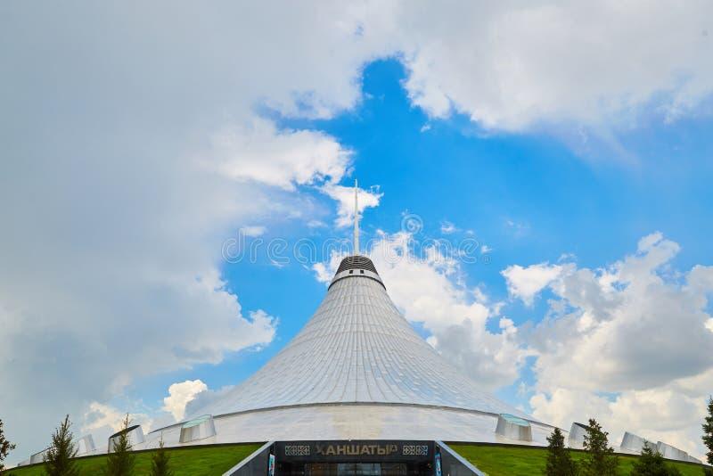 阿斯塔纳、哈萨克斯坦-可汗Shatyr,可汗` s帐篷、购物和娱乐中心城市 图库摄影