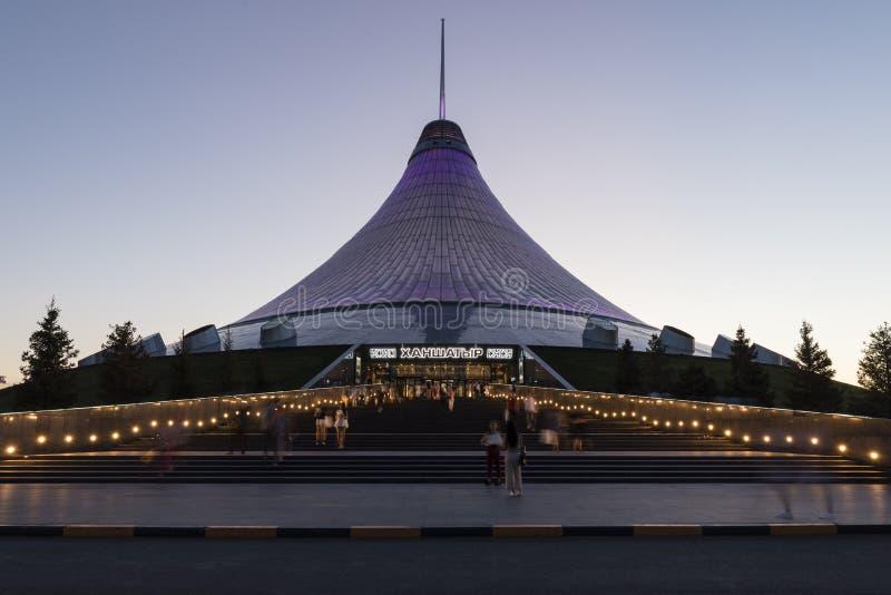 阿斯塔纳,哈萨克斯坦, 2018年8月3日:可汗Shatyr商城在阿斯塔纳 免版税库存照片