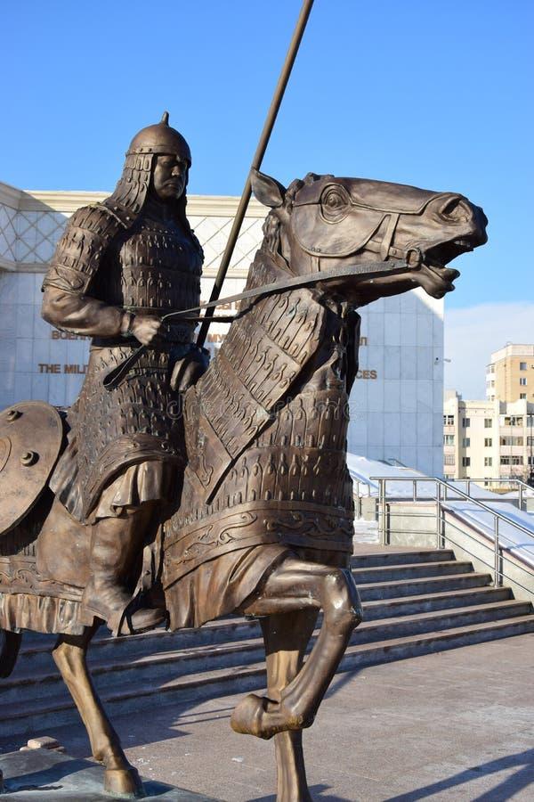 阿斯塔纳/哈萨克斯坦-以一个历史哈萨克人战士为特色的纪念碑 免版税图库摄影