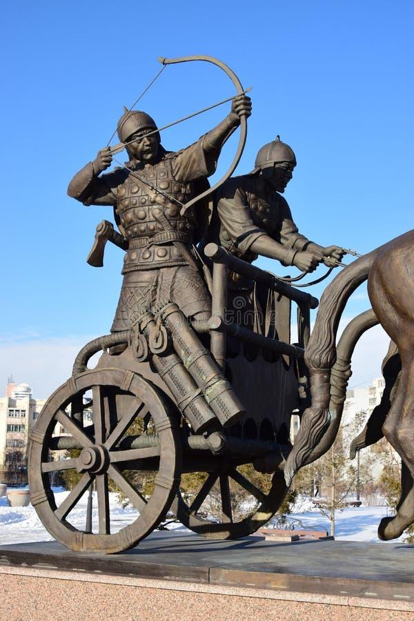 阿斯塔纳/哈萨克斯坦-以一个历史哈萨克人战士为特色的纪念碑 库存图片