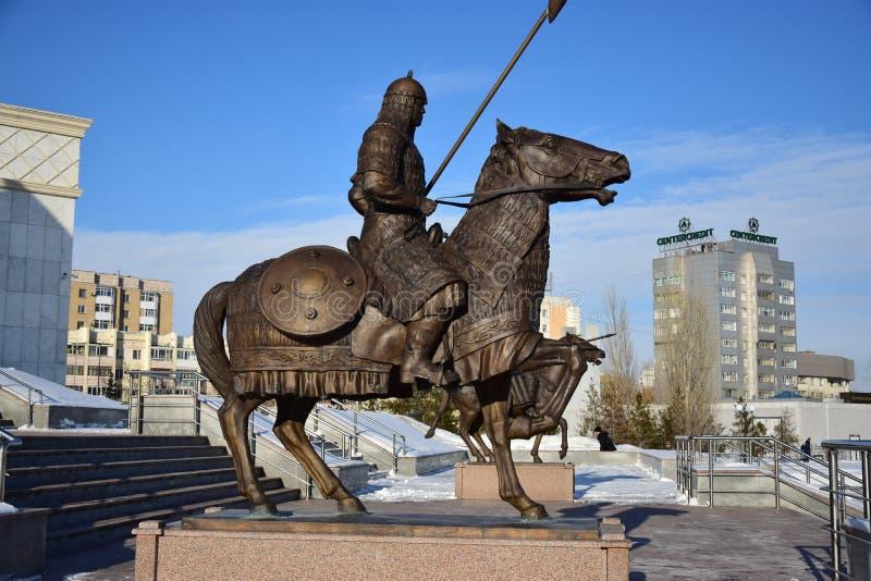 阿斯塔纳/哈萨克斯坦-以一个历史哈萨克人战士为特色的纪念碑 免版税库存图片