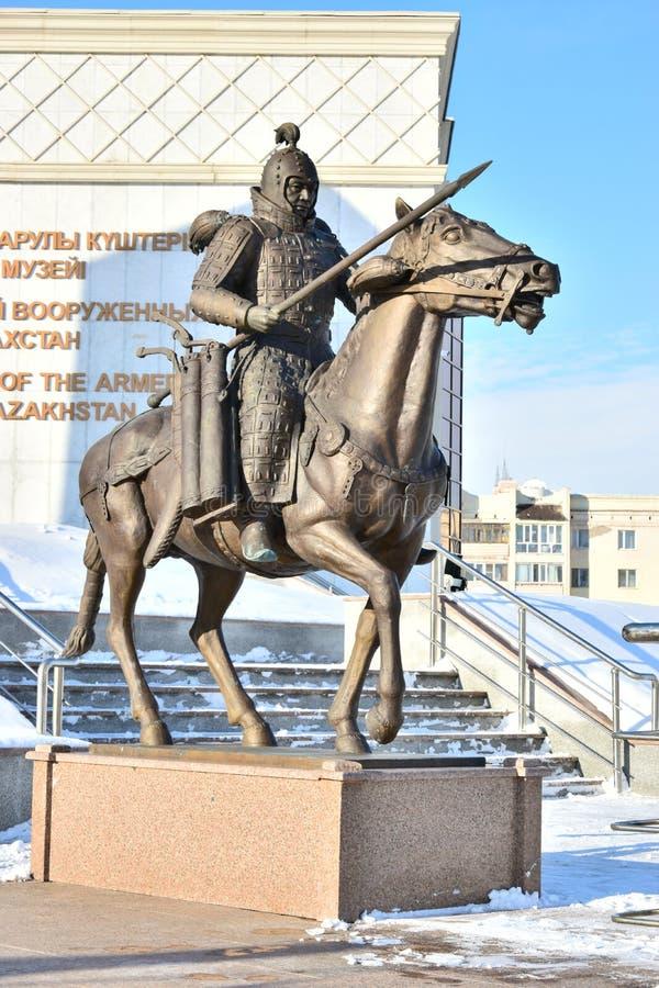 阿斯塔纳/哈萨克斯坦-以一个历史的哈萨克人战士为特色的纪念碑 库存照片