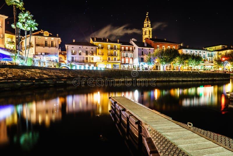 阿斯科纳在晚上,瑞士 库存图片
