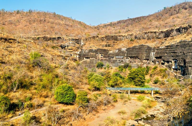 阿旖陀石窟的全景 联合国科教文组织世界遗产在马哈拉施特拉,印度 图库摄影