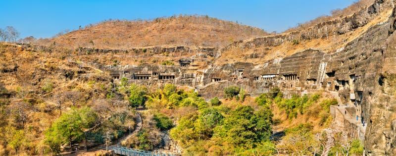 阿旖陀石窟的全景 联合国科教文组织世界遗产在马哈拉施特拉,印度 免版税库存照片