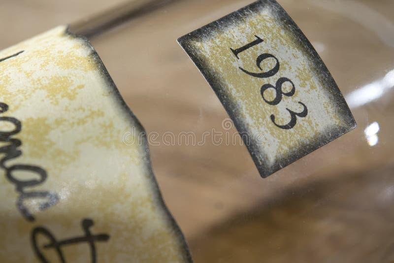 阿曼那白兰地标签标签的细节  免版税库存照片