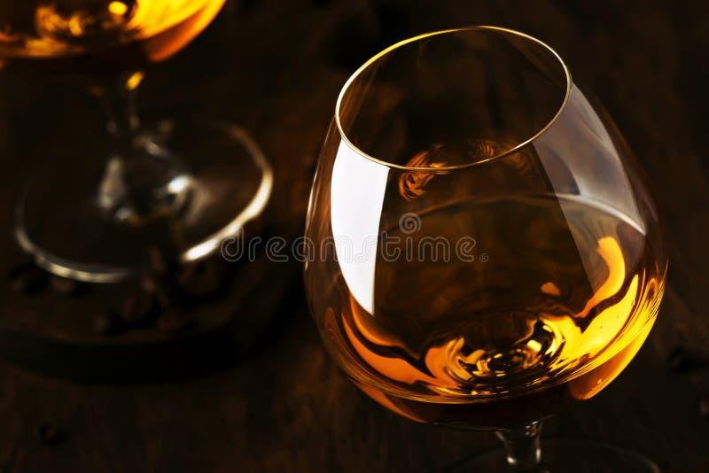 阿曼那白兰地,法国葡萄白兰地酒,强的酒精饮料 在葡萄酒样式,选择聚焦的静物画 库存图片