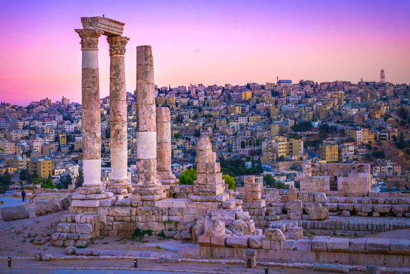 阿曼,约旦市和罗马废墟 免版税库存照片