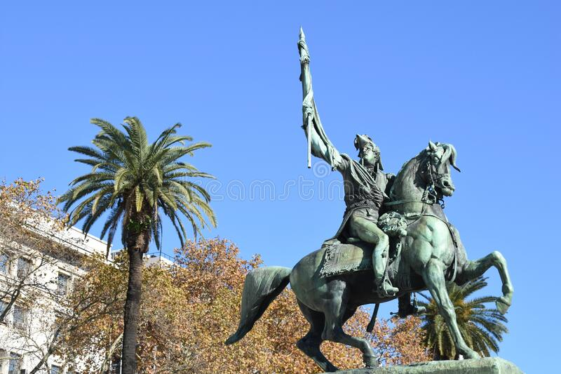 阿根廷布宜诺斯艾利斯市 2018年6月16日 布宜诺斯艾利斯25 de mayo广场圣马丁纪念碑 免版税库存图片