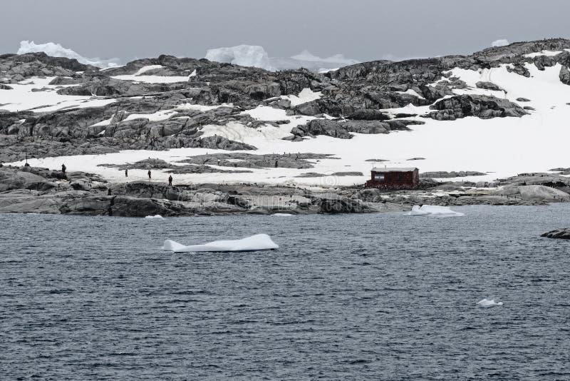 阿根廷南极基地和科学研究驻地在Lemaire海峡,南极半岛 图库摄影