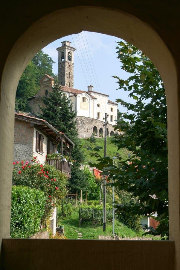 阿格拉老村庄的教会  免版税库存图片