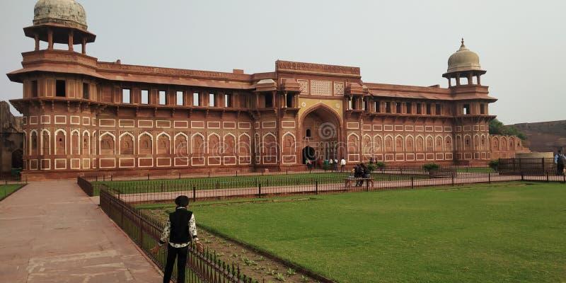 阿格拉,北方邦/印度,2020年11月29日:莫卧儿·阿克巴尔国王自1565年和1573年在印度阿格拉市建造阿格拉堡 库存图片