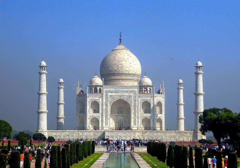 阿格拉,印度, 2017年10月15日-泰姬陵陵墓在阿格拉,北方邦状态,北印度,联合国科教文组织世界遗产名录站点 免版税库存照片