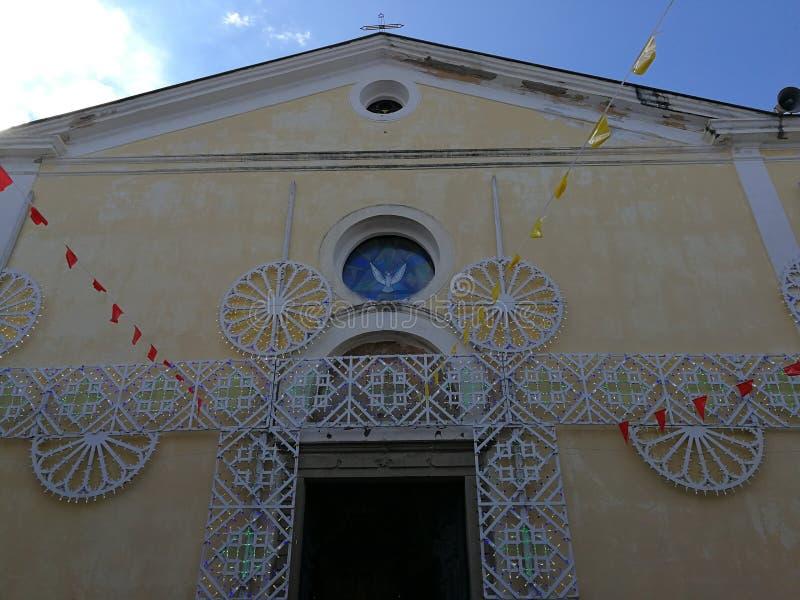 阿格罗波利-圣徒彼得和保罗教会的门面  免版税库存照片
