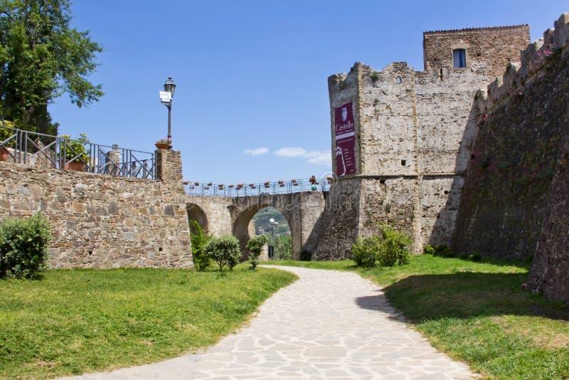 阿格罗波利Aragonese城堡 库存照片