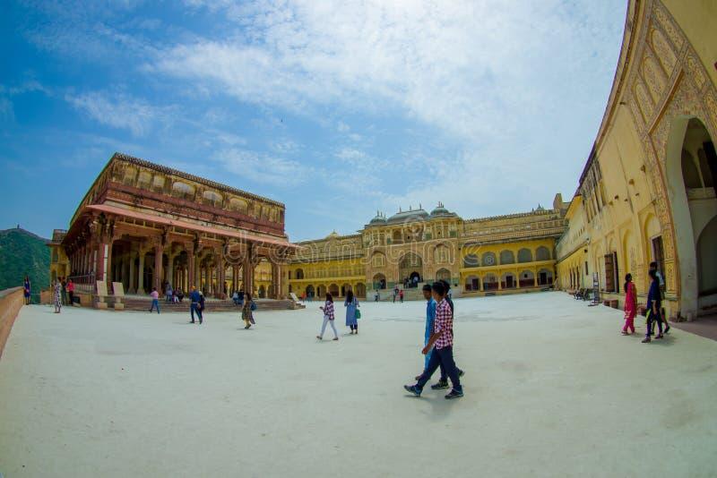 阿梅尔,印度- 2017年9月19日:参观美丽的老宫殿,琥珀色的堡垒的未认出的人民,位于阿梅尔 库存图片