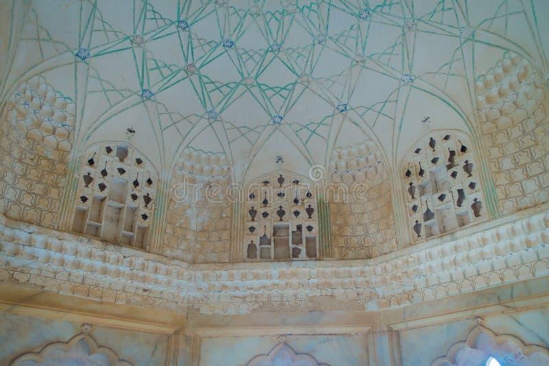 阿梅尔,印度- 2017年9月19日:在天花板雕刻的美丽,在斋浦尔,拉贾斯坦附近的琥珀色的堡垒 免版税图库摄影