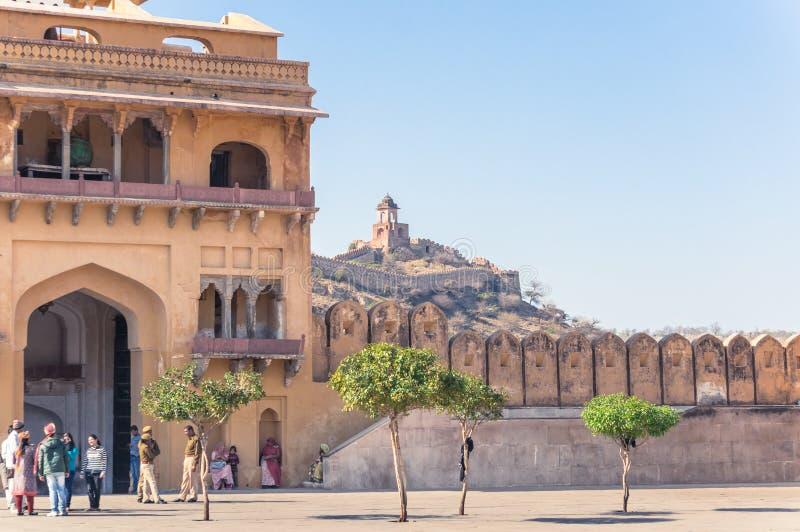 阿梅尔,印度- 2月 08,2014年-琥珀色的堡垒的中心广场和遥远的小山 库存照片