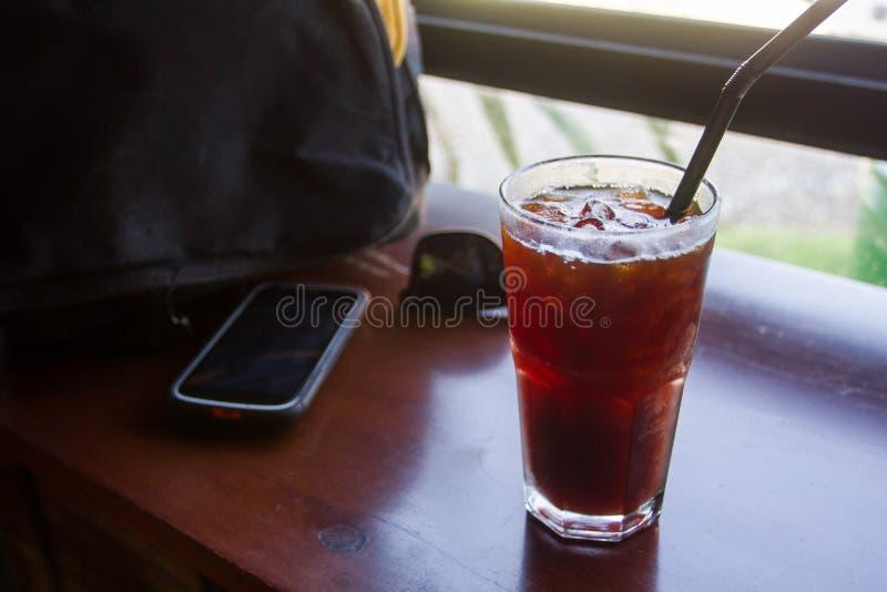 阿梅里卡诺寒冷咖啡饮者喜爱,不是甜和乳脂状 库存照片