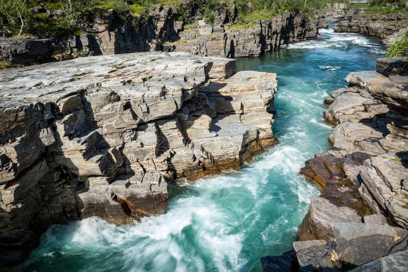 阿比斯库国家公园河峡谷在石灰石雕刻了由冰河水 免版税库存照片