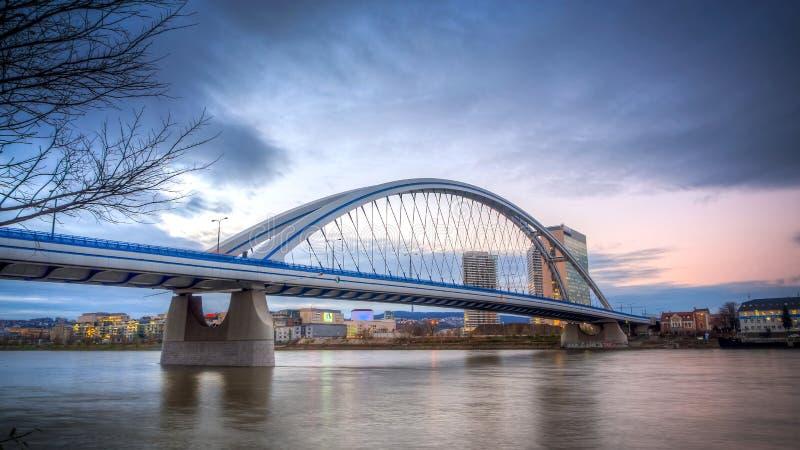 阿波罗桥梁在布拉索夫,有好的日落的斯洛伐克 图库摄影