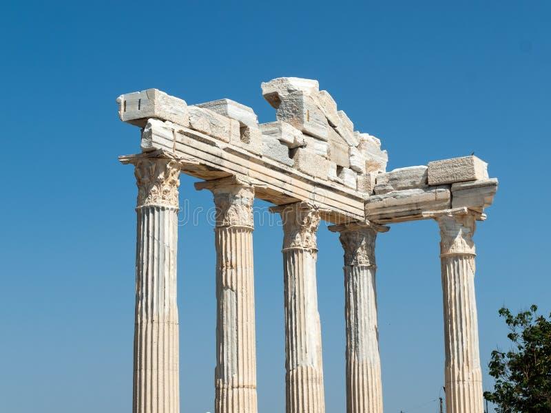 2阿波罗s寺庙 在边的古老废墟 免版税库存照片