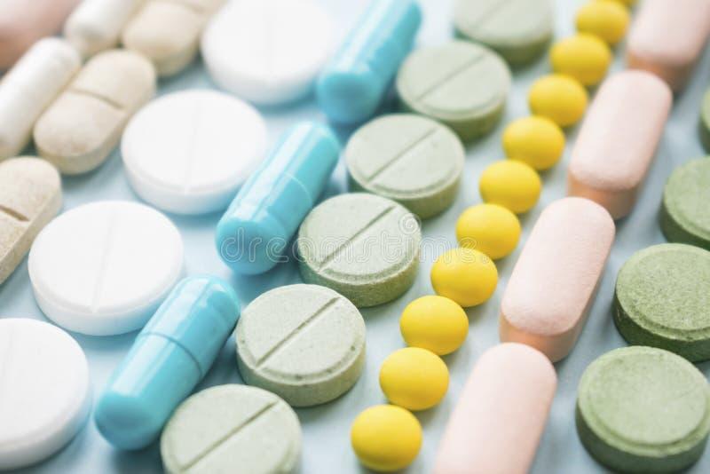 阿片样物质止痛药危机和吸毒概念 阿片样物质和前 免版税库存图片