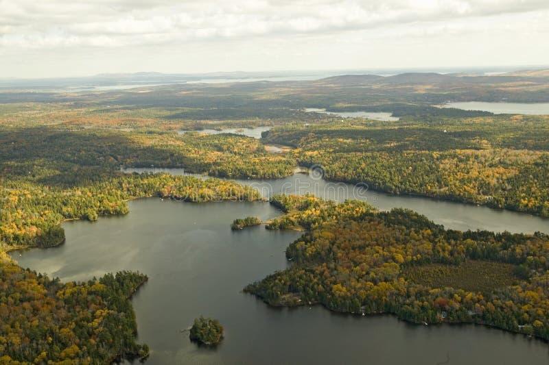 阿科底亚国家公园和海岛在秋天,缅因鸟瞰图  免版税库存照片