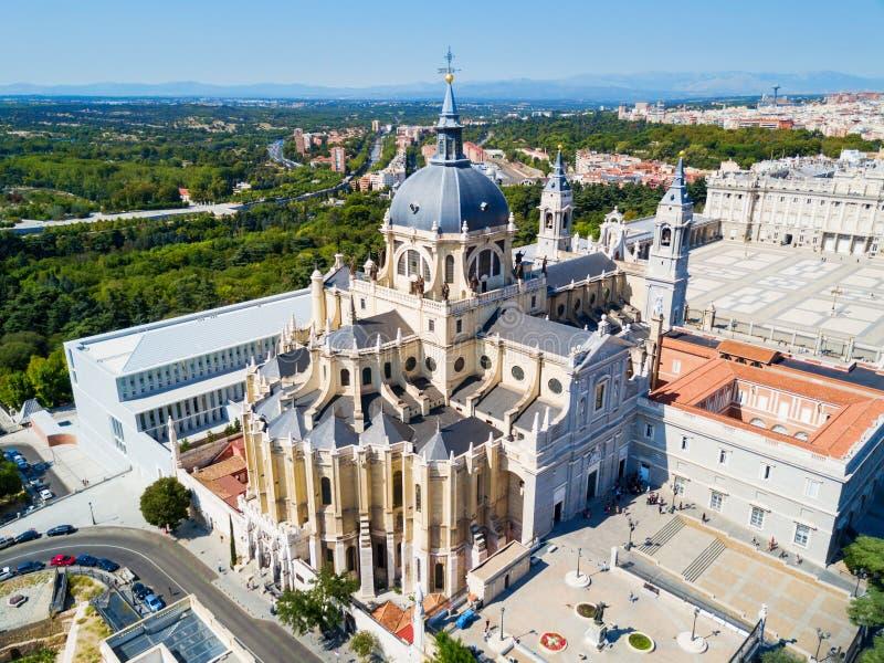 阿穆德纳圣母主教座堂是一个天主教会在马德里,西班牙 免版税库存图片