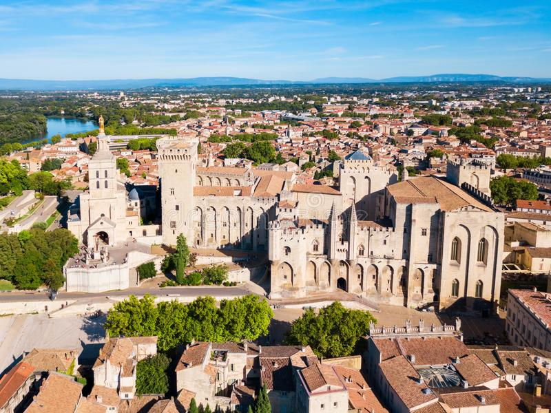 阿维尼翁市鸟瞰图,法国 免版税图库摄影