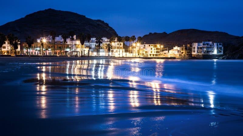阿苏尔火山海滩在利马,秘鲁南部 免版税库存照片