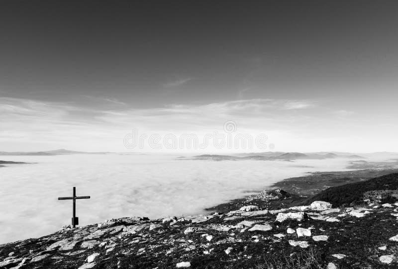 阿西西、十字架和雾 免版税图库摄影