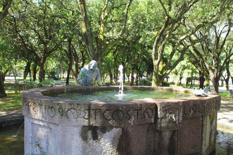 阿西西圣法兰西斯喷泉在公园萨萨里撒丁岛意大利里 免版税库存图片