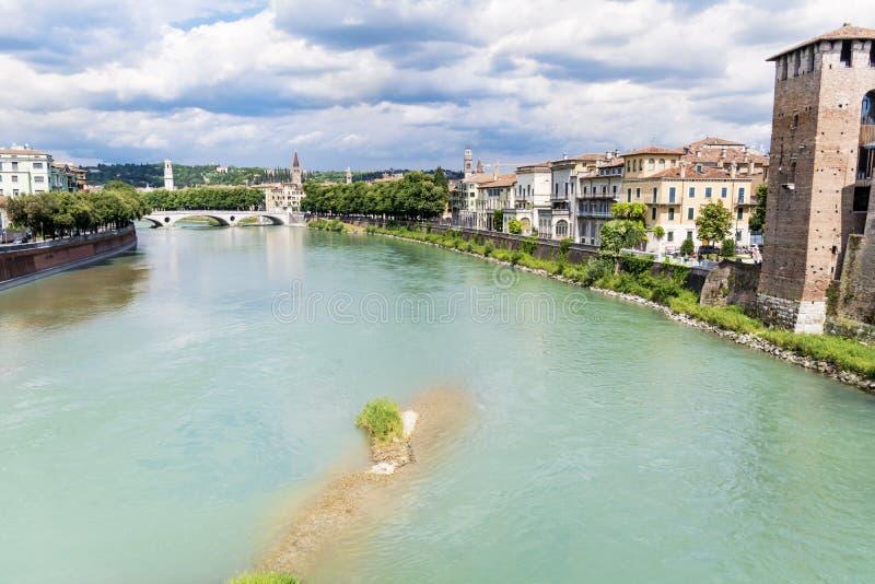 阿迪杰河在维罗纳,意大利 图库摄影
