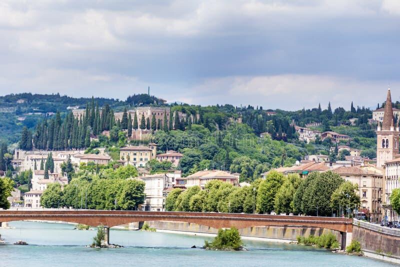 阿迪杰河在维罗纳,意大利 库存图片