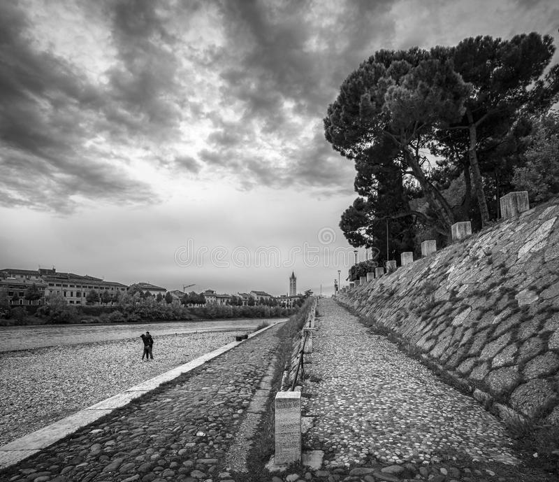 阿迪杰河的看法在维罗纳 免版税图库摄影