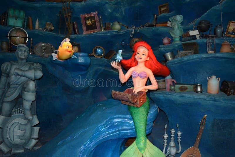 阿里埃勒小的美人鱼用比目鱼-不可思议的王国华特・迪士尼世界 库存图片