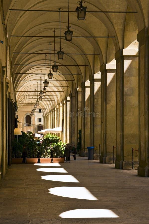 阿雷佐重创的广场门廊 免版税库存图片