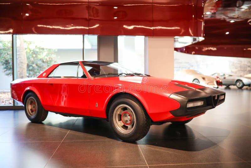 阿雷塞,意大利-阿尔法・罗密欧Alfetta在显示的蜘蛛小轿车模型在历史博物馆阿尔法・罗密欧 库存照片
