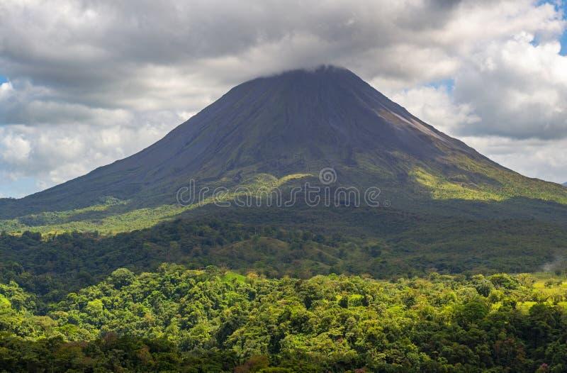 阿雷纳尔火山和热带雨林,哥斯达黎加 免版税库存图片