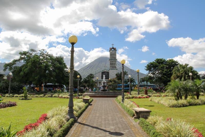 阿雷纳尔火山和la福尔图纳中央公园 免版税库存照片