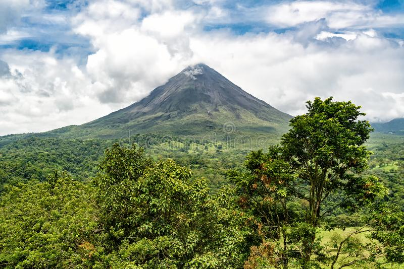 阿雷纳尔火山在哥斯达黎加 库存图片