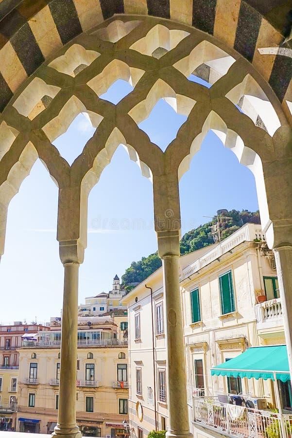 阿马飞大教堂的曲拱在阿马飞意大利 库存图片