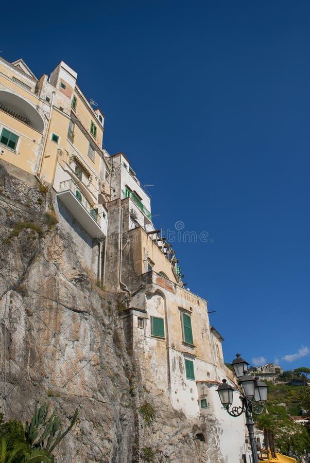 从阿马飞海岸,意大利的典型的房子 免版税库存图片