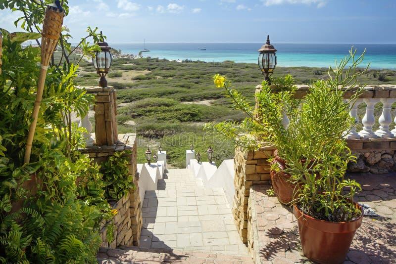 阿鲁巴,加勒比,咖啡馆 通入向海洋 免版税库存图片