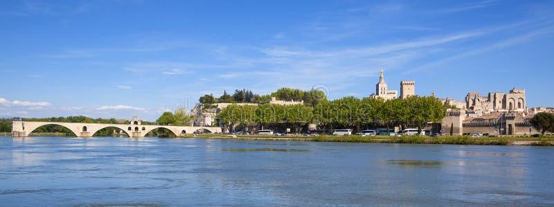 阿维尼翁桥梁全景  免版税库存图片